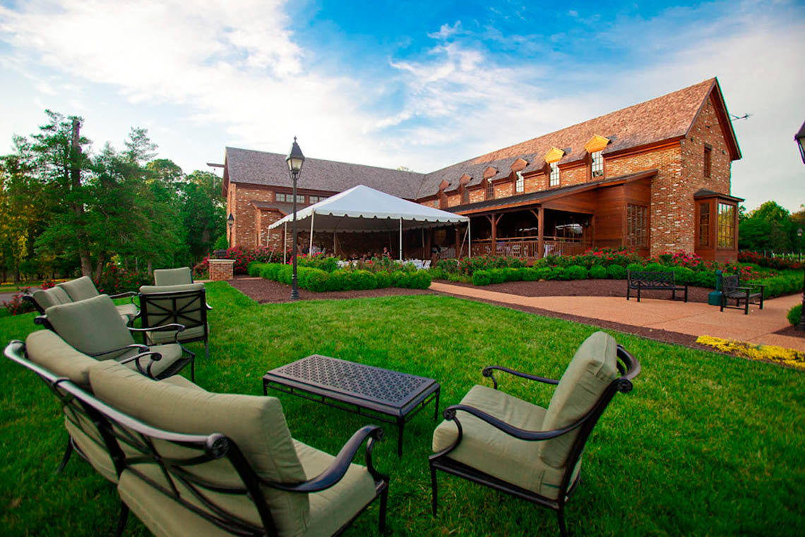 winery-with-lawn-furniture-in-foreground-1603