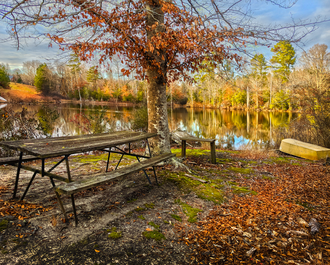Pond-and-picnic-table-in-winter