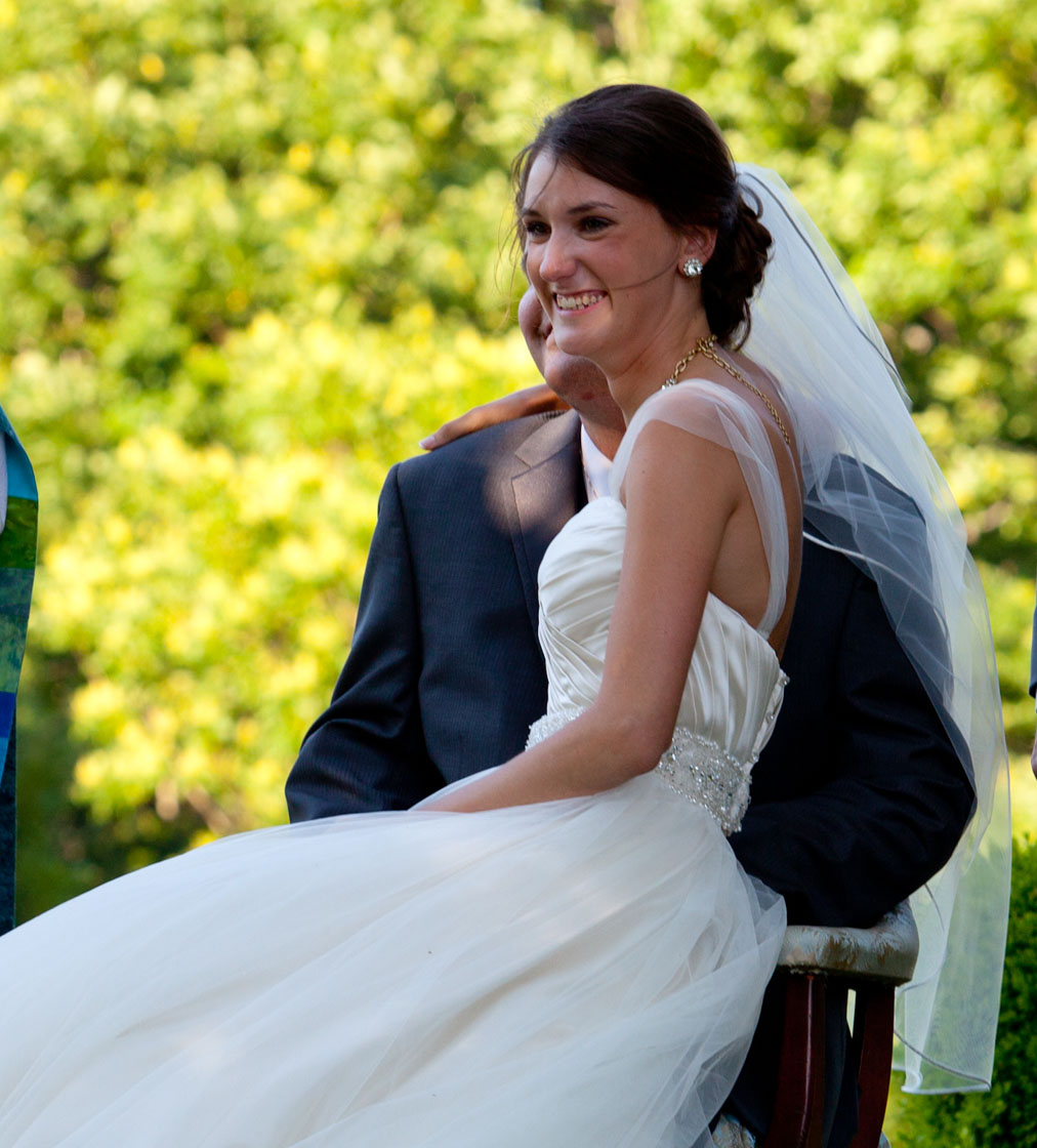 Bride-getting-in-carriage-2096