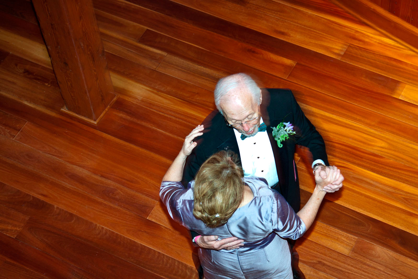 couple-dancing-from-above